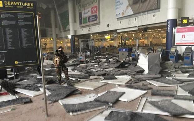 Sân bay Bỉ rung chuyển vì hai vụ nổ liên quan đến khủng bố? - ảnh 3