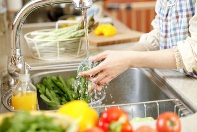 Mách mẹ cách rửa sạch 100% hóa chất trên rau, củ, quả - ảnh 1