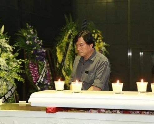 Sao Việt nghẹn ngào trong lễ viếng tiễn đưa nhạc sĩ Thanh Tùng - ảnh 7