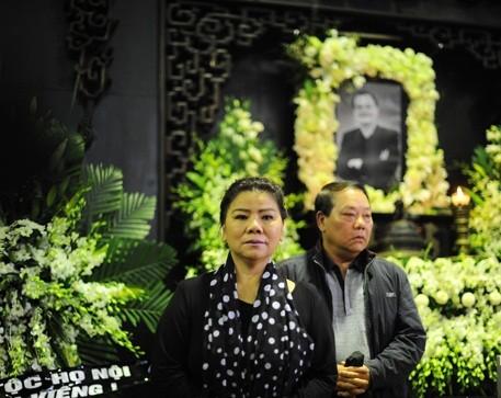 Sao Việt nghẹn ngào trong lễ viếng tiễn đưa nhạc sĩ Thanh Tùng - ảnh 1