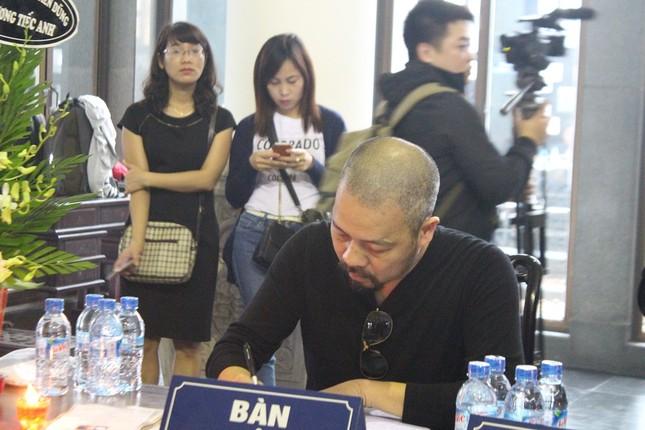 Thanh Lam, Quốc Trung nghẹn ngào đưa tiễn nhạc sĩ Thanh Tùng - ảnh 9