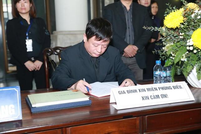 Thanh Lam, Quốc Trung nghẹn ngào đưa tiễn nhạc sĩ Thanh Tùng - ảnh 7