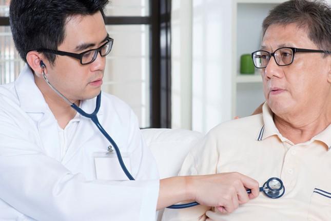 Những dưỡng chất hỗ trợ tăng sức đề kháng ở người lớn tuổi - ảnh 1