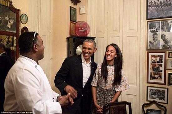 Con gái Tổng thống Mỹ Obama trổ tài làm phiên dịch viên cho bố - ảnh 1
