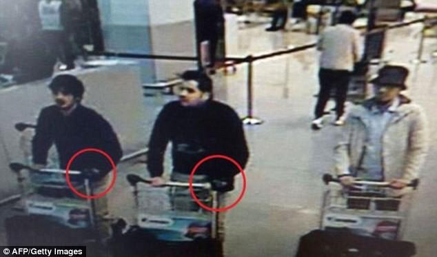 IS phát kẹo cho người dân Syria, ăn mừng vụ đánh bom Brussels - ảnh 5