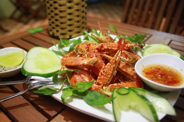 Chân ghẹ rang muối 'ngon nuốt lưỡi' hút hồn du khách ở Đà Nẵng - ảnh 2