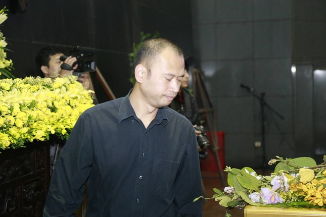 Nghệ sĩ Việt bật khóc.. nén đau thương trong tang lễ Trần Lập - ảnh 2