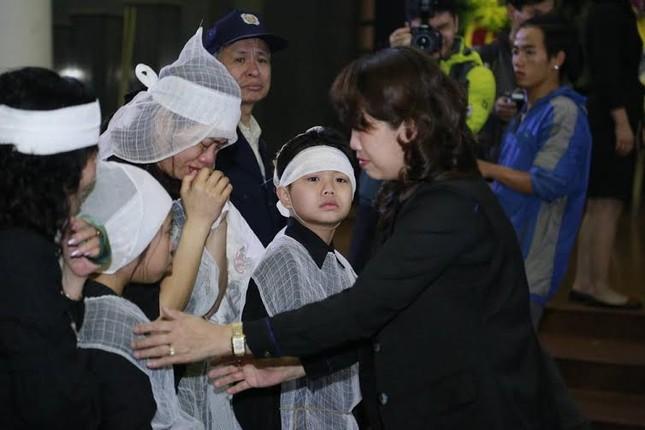 Nghệ sĩ Việt bật khóc.. nén đau thương trong tang lễ Trần Lập - ảnh 14