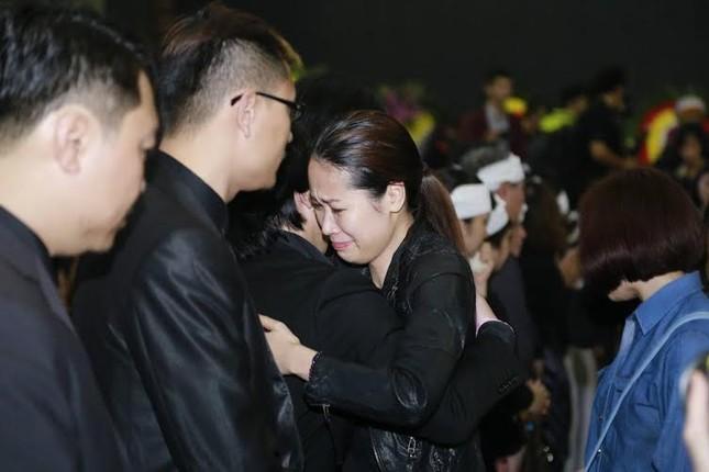 Nghệ sĩ Việt bật khóc.. nén đau thương trong tang lễ Trần Lập - ảnh 13