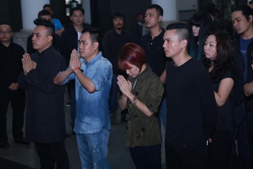 Nghệ sĩ Việt bật khóc.. nén đau thương trong tang lễ Trần Lập - ảnh 12