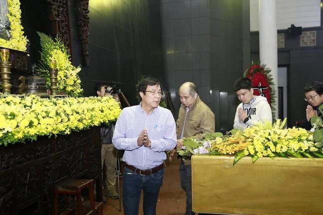 Nghệ sĩ Việt bật khóc.. nén đau thương trong tang lễ Trần Lập - ảnh 11