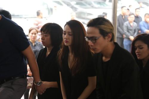 Nghệ sĩ Việt bật khóc.. nén đau thương trong tang lễ Trần Lập - ảnh 8