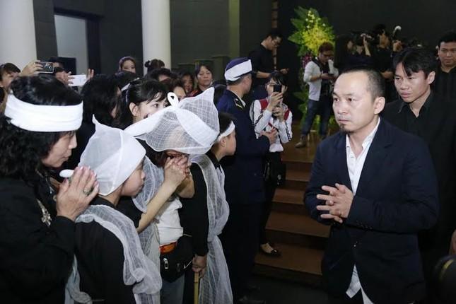 Nghệ sĩ Việt bật khóc.. nén đau thương trong tang lễ Trần Lập - ảnh 6