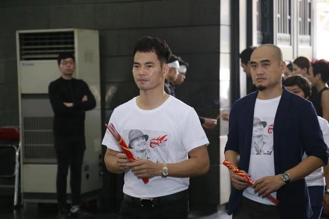 Nghệ sĩ Việt bật khóc.. nén đau thương trong tang lễ Trần Lập - ảnh 1