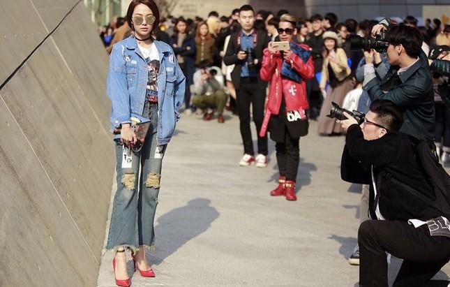 Minh Hằng đầy 'chất chơi' thu hút nhiều ống kính ở Hàn Quốc - ảnh 1