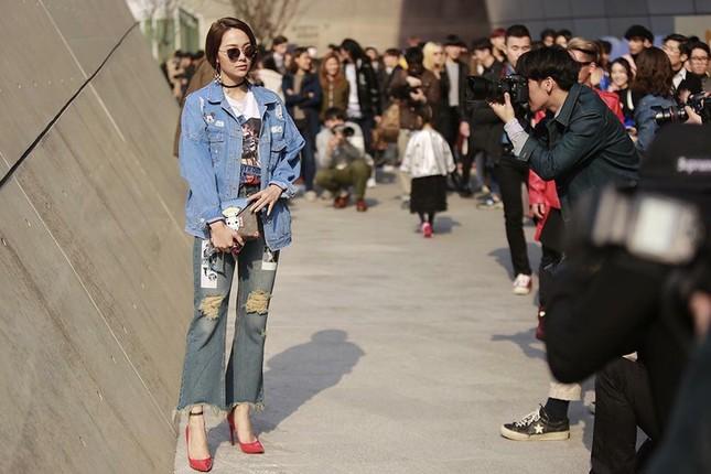 Minh Hằng đầy 'chất chơi' thu hút nhiều ống kính ở Hàn Quốc - ảnh 2
