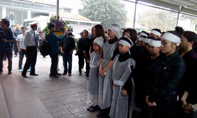 Những hình ảnh tiễn biệt nghẹn ngào ở tang lễ Trần Lập - ảnh 2