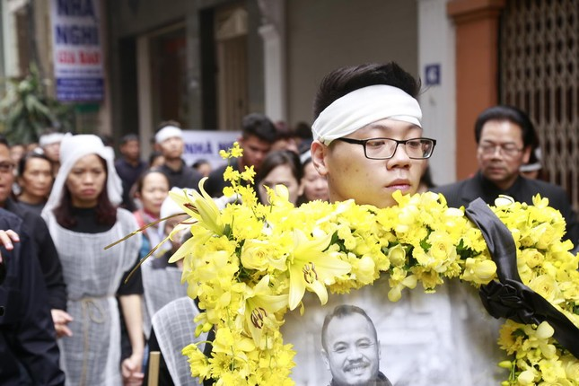 Những hình ảnh tiễn biệt nghẹn ngào ở tang lễ Trần Lập - ảnh 15