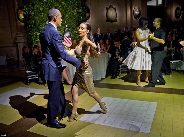 Rũ bỏ gánh nặng, Tổng thống Obama 'say đắm' với điệu Tango - ảnh 5