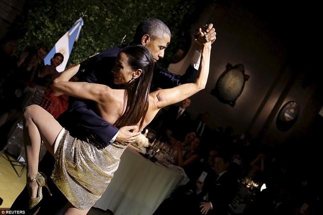 Rũ bỏ gánh nặng, Tổng thống Obama 'say đắm' với điệu Tango - ảnh 2