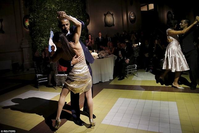 Rũ bỏ gánh nặng, Tổng thống Obama 'say đắm' với điệu Tango - ảnh 4