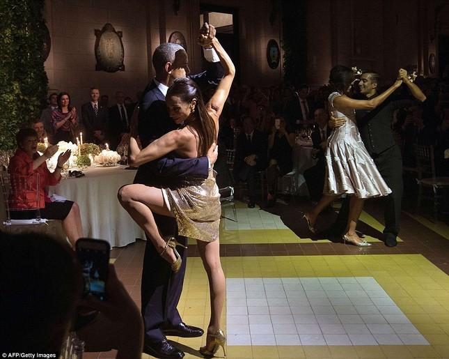 Rũ bỏ gánh nặng, Tổng thống Obama 'say đắm' với điệu Tango - ảnh 3