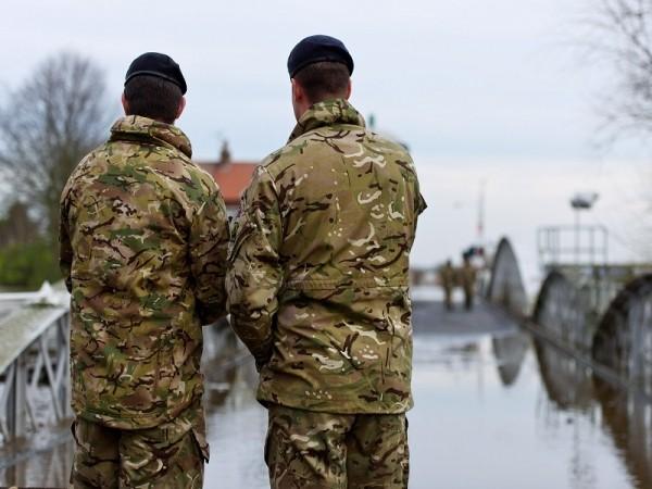 Quân đội Anh sẽ sử dụng áo tàng hình trong chiến đấu - ảnh 1