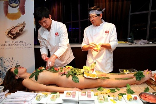 Nyotaimori - Nghệ thuật sushi trên cơ thể trinh nữ - ảnh 2