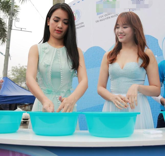 Ái Phương - Hari Won gợi cảm, rạng rỡ kêu gọi tiết kiệm nước - ảnh 6