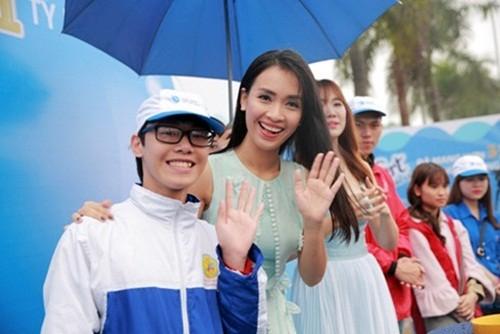 Ái Phương - Hari Won gợi cảm, rạng rỡ kêu gọi tiết kiệm nước - ảnh 3