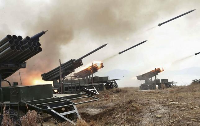 Triều Tiên tập trận pháo kích phủ Tổng thống Hàn Quốc - ảnh 1