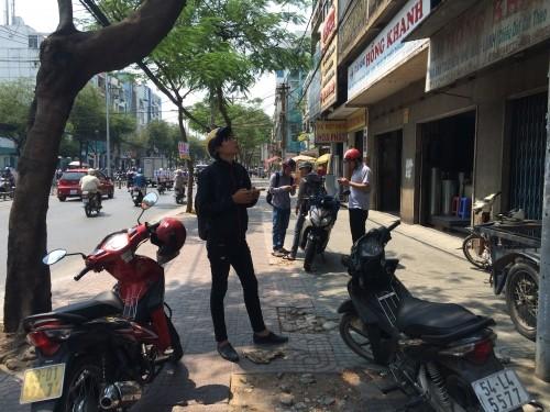 Phát hiện vật thể nghi là 'bom' trên đường phố Sài Gòn - ảnh 2