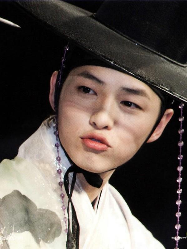 Song Joong Ki và 'bệ đỡ' trở thành hoàng tử màn ảnh châu Á - ảnh 3