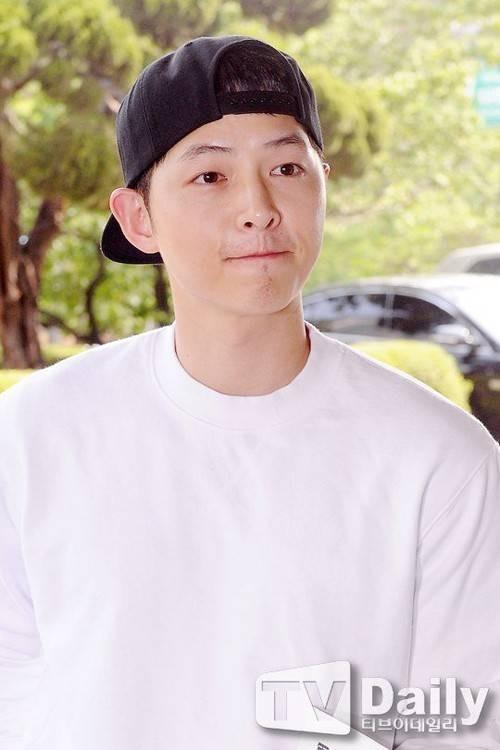 Song Joong Ki và 'bệ đỡ' trở thành hoàng tử màn ảnh châu Á - ảnh 12