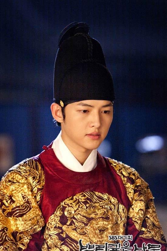 Song Joong Ki và 'bệ đỡ' trở thành hoàng tử màn ảnh châu Á - ảnh 6