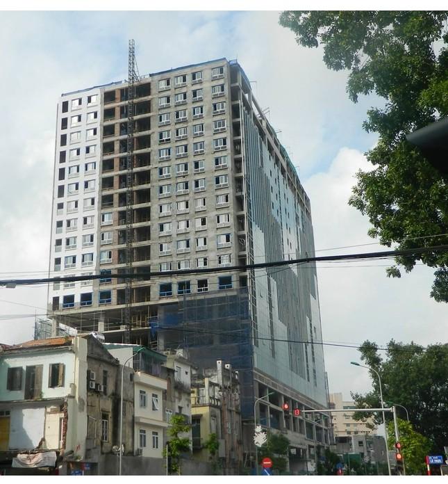 """Vụ tòa nhà 8B Lê Trực: """"Phải kiên quyết phá dỡ phần sai phạm' - ảnh 1"""