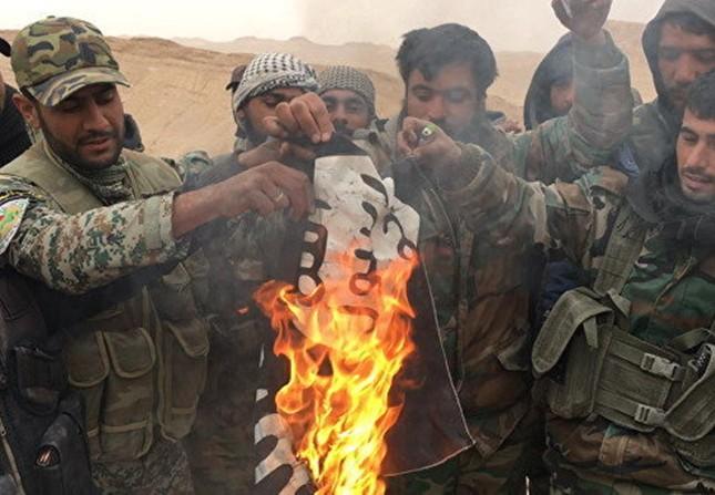 Nga không kích tiêu diệt 100 phiến quân IS trong 24 giờ ở Palmyra - ảnh 1