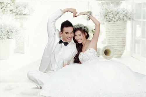 Thúy Diễm và Lương Thế Thành 'chơi trội' với thiệp cưới ngọc trai - ảnh 5