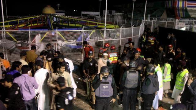 Hiện trường vụ đánh bom tự sát kinh hoàng ở Pakistan [VIDEO] - ảnh 1