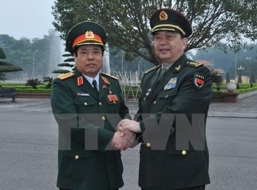 Bộ trưởng Quốc phòng Việt, Trung trao đổi vấn đề Biển Đông - ảnh 1