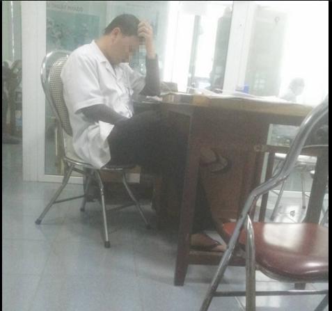 Bác sĩ bắt bệnh nhân chờ 4 tiếng: Bộ y tế yêu cầu xử lý nghiêm - ảnh 1