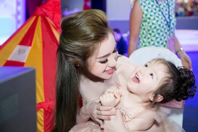 Elly Trần chia sẻ cách sống, sắc đẹp... bà mẹ bỉm sữa hiện đại - ảnh 8