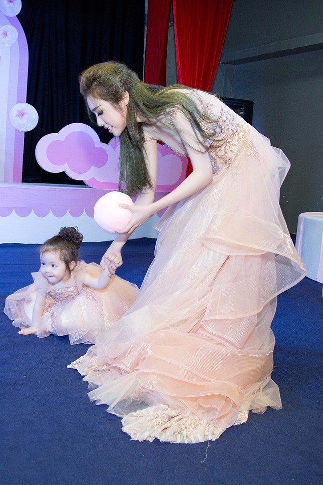 Elly Trần chia sẻ cách sống, sắc đẹp... bà mẹ bỉm sữa hiện đại - ảnh 5