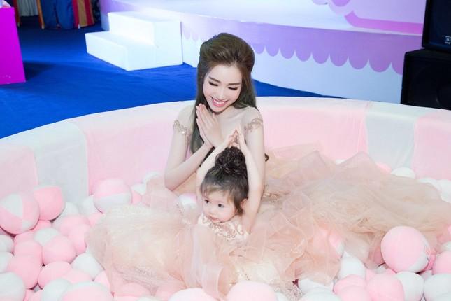 Elly Trần chia sẻ cách sống, sắc đẹp... bà mẹ bỉm sữa hiện đại - ảnh 4