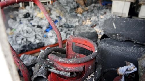 TP.HCM: Xưởng may bất ngờ bốc cháy, thiêu rụi nhiều tài sản - ảnh 2