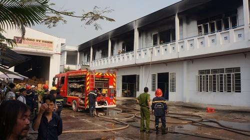 TP.HCM: Xưởng may bất ngờ bốc cháy, thiêu rụi nhiều tài sản - ảnh 4