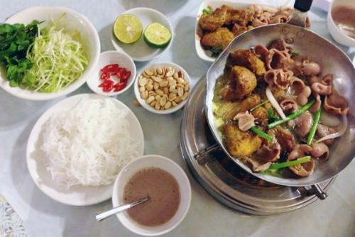 4 quán ăn phải 'xếp hàng' chờ nhưng vẫn đông khách ở Hà Nội - ảnh 2