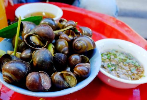 4 quán ăn phải 'xếp hàng' chờ nhưng vẫn đông khách ở Hà Nội - ảnh 1