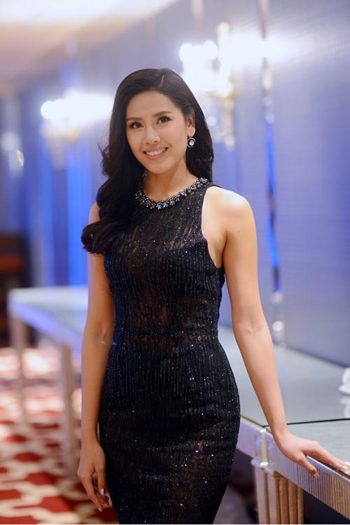 Hoa hậu Biển Nguyễn Thị Loan nóng bỏng với bikini, váy xuyên thấu - ảnh 2