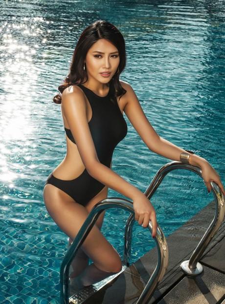 Hoa hậu Biển Nguyễn Thị Loan nóng bỏng với bikini, váy xuyên thấu - ảnh 10